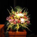 講演会のステージにお花