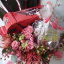 オモチャやプレゼントもセットにしてお花